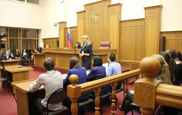 как выступать в уголовном суде без адвоката